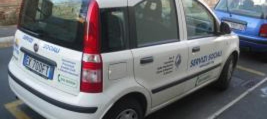La Fondazione Cassa di Risparmi di Livorno consegna un automezzo all'associazione A.P.I.CI